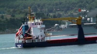 Rus savaş gemileri Çanakkale'den geçti