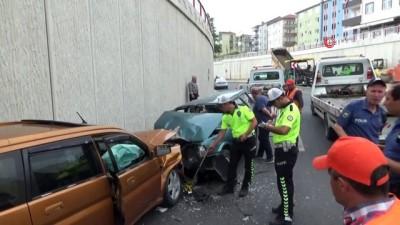 2 araç kafa kafaya çarpıştı: 6 yaralı