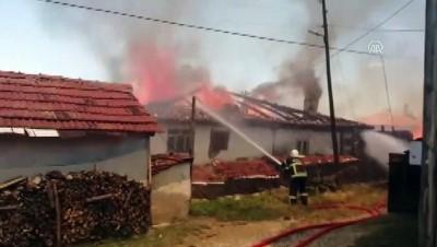 Köyde çıkan yangında 4 ev kullanılamaz hale geldi - KASTAMONU