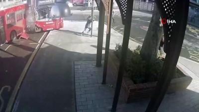 - Londra'da 12 Kişiyi Yaralayan Otobüs Şoförüne 30 Ay Hapis