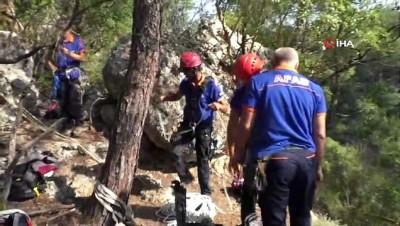150 metrelik kanyondaki ceset 4 saate çıkarıldı, oğlu kayıp olan baba gözyaşlarına hakim olamadı