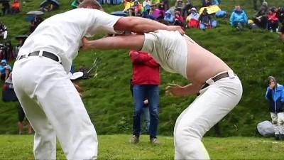 Avusturya Alplerinde geleneksel Kelt güreşi etkinliği