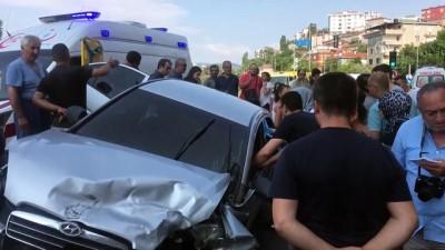 Kartal'da trafik kazası: 3 yaralı - İSTANBUL