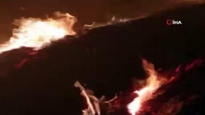 Seyir halindeki mukavva yüklü kamyon alev alev böyle yandı
