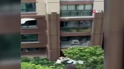 - Çin'de 6'ncı Kattan Düşen Çocuk Çarşafla Kurtarıldı