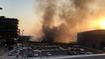 Bornova'da yediemin otoparkında çıkan yangın söndürüldü - İZMİR