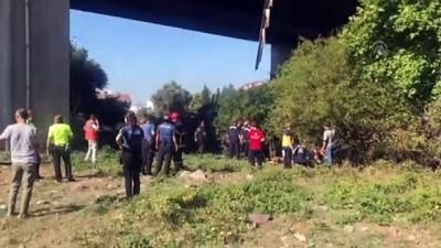 Kamyonetle çarpışan kamyon viyadükten düştü: 1 ölü, 1 yaralı - KOCAELİ