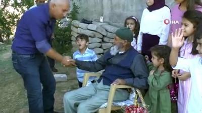 50 torun sahibi 107 yaşındaki Kemal Dede'nin bayram sevinci