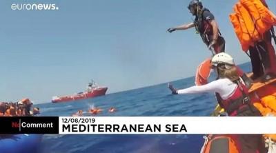 Denizde mahsur kalan 500 mülteciyi kurtarma operasyonu