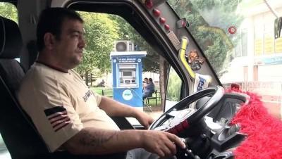 Kahraman şoför seyir halindeki minibüste rahatsızlanan yolcuğu hastaneye yetiştirdi