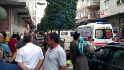 İstanbul Güngören'de bir kadın henüz bilinmeyen bir sebeple tartıştığı kocasını bıçaklayarak öldürdü. Kadın gözaltına alınırken olayla ilgili incelemeler sürüyor.