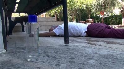 'Uyan Şükrü' Operasyonu...Kolonya içip cami bahçesinde sızan adamı kimse uyandıramadı