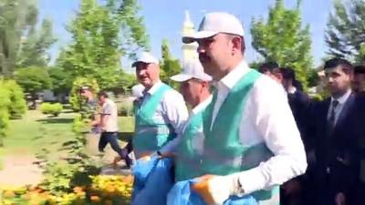 Bakan Kurum ile Bakan Gül çöp topladı - ANKARA