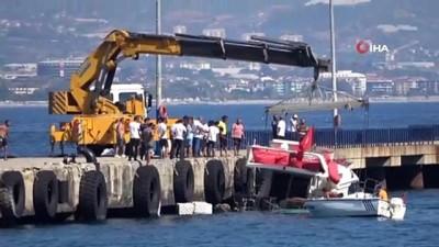 Turistleri taşıyan tekne su aldı, kaptanın dikkati faciayı engelledi