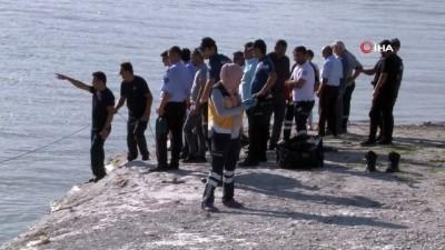 Serinlemek için girdiği barajda boğularak hayatını kaybetti