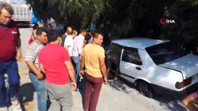 Söke'de ağaca çarpan otomobilin sürücüsü ağır yaralandı