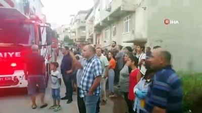 Körfez ilçesinde bir evin balkonu alev alev yandı