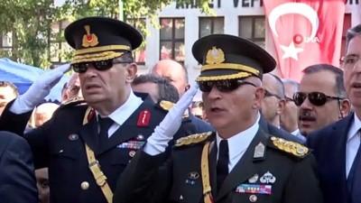 - Bursa'da 30 Ağustos Zafer Bayramı'nda helikopterli tören