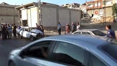 İki otomobil kafa kafaya çarpıştı 4 yaralı