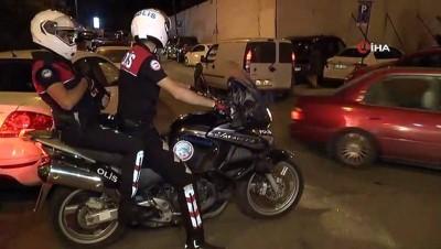 Kadıköy'de polisler değnekçi avına çıktı