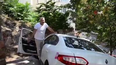 Yol sandığı merdivenlerden uçtu, saatlerce aracın üzerinde böyle bekledi