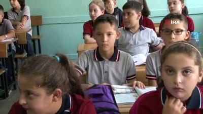 28 kişilik sınıfta 12 ikiz öğrenci