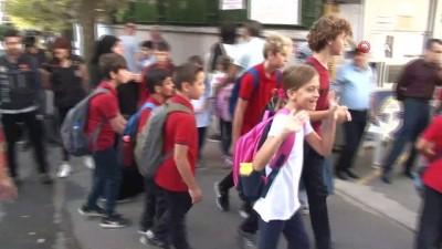 İstanbul polisinden okul önlerinde sıkı denetim