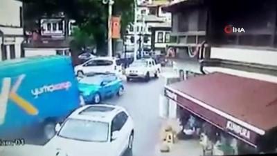 Bolu'da kargo aracının altında kalan yaşlı adam hayatını kaybetti... O anlar kamerada