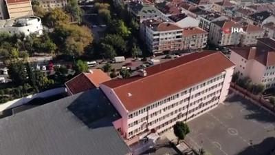 Deprem sonrası ağır hasarlı olduğu tespit edilen okul, havadan görüntülendi