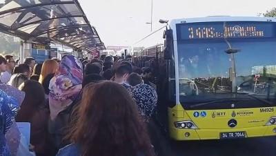 Altunizade metrobüs durağında yoğunluk - İSTANBUL
