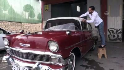 1956 model otomobilini lüks araçlara değişmiyor - MANİSA