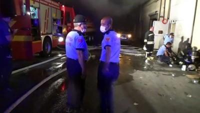 İplik atölyesinde çıkan yangın söndürüldü, 6 itfaiye eri dumandan etkilendi
