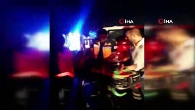 Midibüs İle Traktör Çarpıştı 5 Yaralı