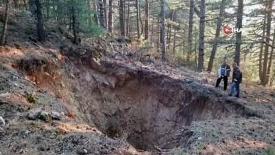 Spil Dağı zirvesinde obruk oluştu
