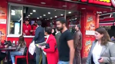 Genç ve kadın girişimcilerden Cumhuriyet Bayramı'nda esnafa Türk Bayrağı hediyesi