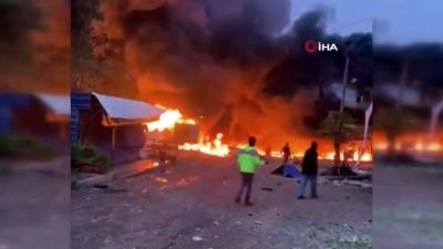 - Afrin'de bomba yüklü araç patladı: 4 ölü, 12 yaralı