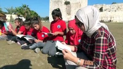 Öğrenciler kitaplarını Kızkalesi'nde okudu - MERSİN