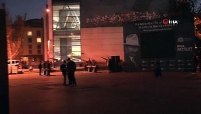 Beşiktaş'ta Mustafa Kemal Atatürk için kurulan ışık hüzmesi geceyi aydınlattı