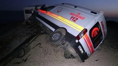 Ambulans taşıyan çekici kaza yaptı: 1 yaralı - KARABÜK