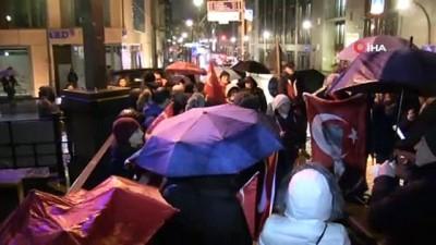 Alman Devlet Kanalı ARD önünde Atatürk protestosu