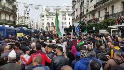 Cezayir'de binlerce kişi cumhurbaşkanlığı seçimi ve sonucunu protesto etti - CEZAYİR