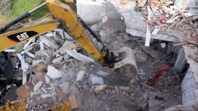 Ormanlık alana inşa edilen evlerin yıkımı 4. gününde
