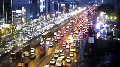 İstanbul'da yarıyıl tatili ve olumsuz hava trafiği kilitledi