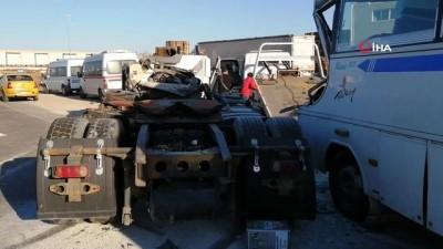İşçi servisi kaza yaptı 10 yaralı
