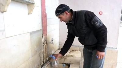 Suyundan şifa bulduğu köye cami yaptırdı