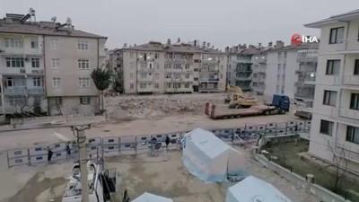 Elazığ'da enkaz kaldırma çalışmaları devam ediyor