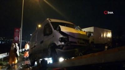 Kamyonetle panelvan araç kafa kafaya çarpıştı: 4 yaralı