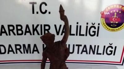 Roma dönemine ait heykeli satmak isterken yakalandılar