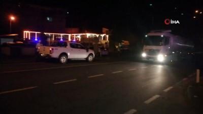 Tankerdeki sızıntı nedeniyle kapanan Rize-Trabzon yolu trafiğe açıldı