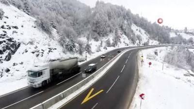 Bolu Dağı'nda kar yağışı sonrası kartpostallık manzara